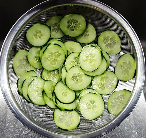 Zoetzuur ingelegde komkommer met zout | Gewoon een fodblog