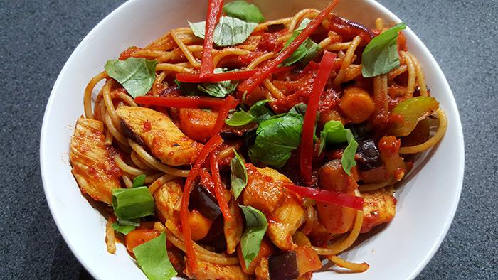 Spaghetti met geroosterde paprika, geroosterde knoflook en rode peper | Gewoon een foodblog!