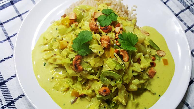 Curry met kool, paprika, ananas en cashewnoten | Gewoon een foodblog!