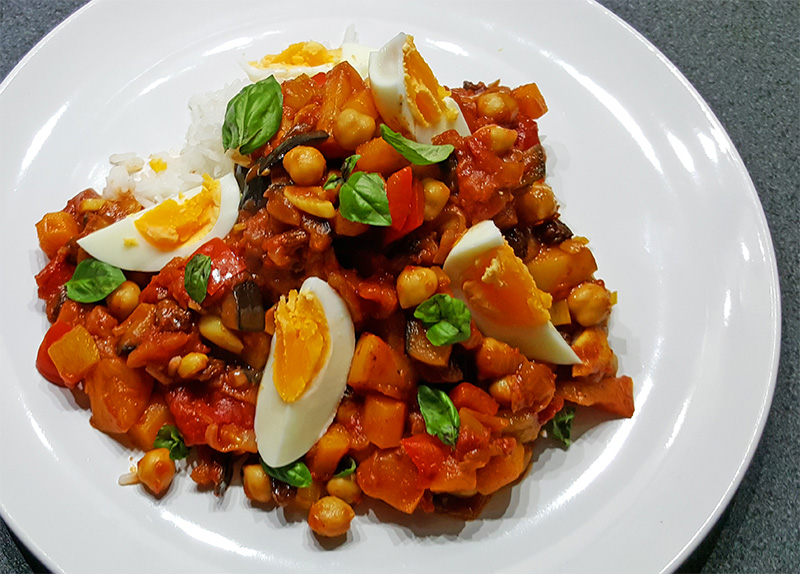 Indiase groentecurry met kikkererwten, appel en groenten