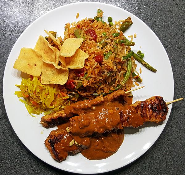 Zelfgemaakte kipsaté met simpele satésaus | Gewoon een foodblog!