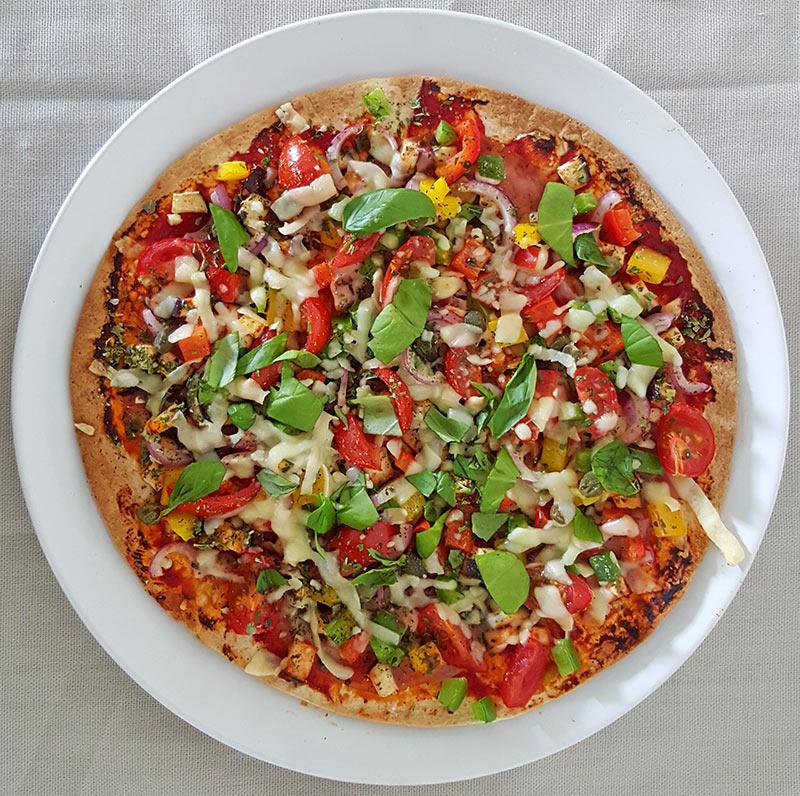 Wrappizza met aubergine, tomaat, paprika en ham | Gewoon een foodblog!