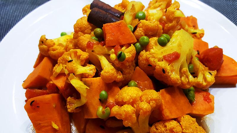 Aloo Gobi Matar met zoete aardappel | Gewoon een foodblog!
