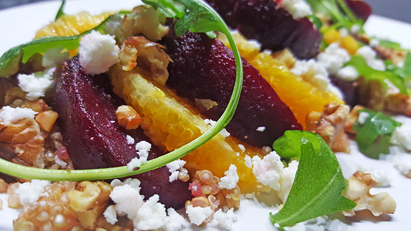 Quinoasalade met rode biet, sinaasappel, feta en walnoten | Gewoon een foodblog!