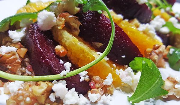 Quinoasalade met rode biet, sinaasappel en feta
