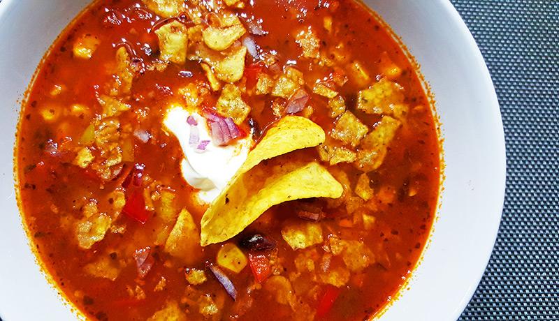 Mexicaanse bonensoep met mais en tortillachips | Gewoon een foodblog!