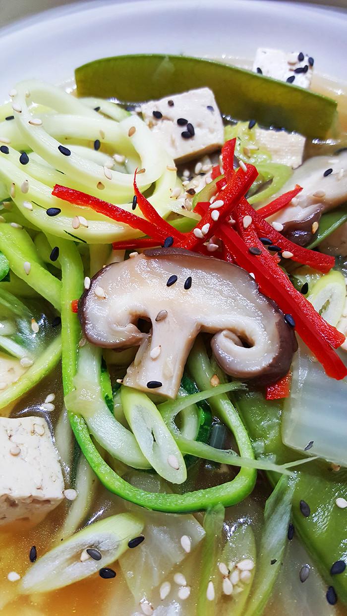Chinese groentesoep met noedels van courgette | Gewoon een foodblog!