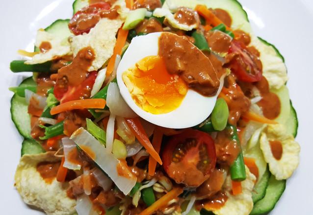 Gado Gado (Indonesische groentesalade met pindasaus)