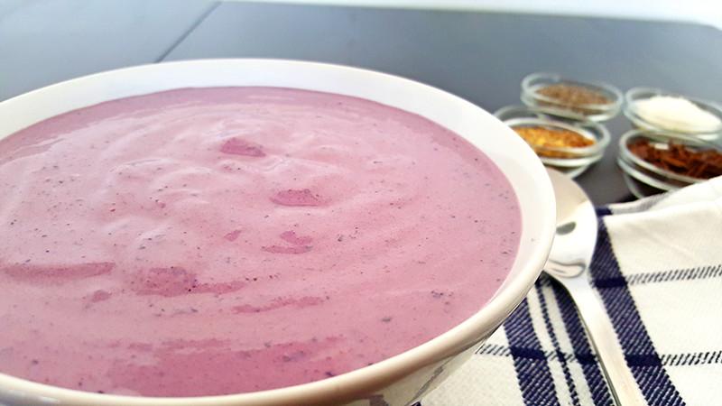 Smoothie bowl met rode biet, tofu en blauwe bessen | Gewoon een foodblog!