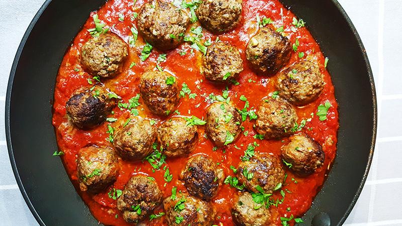 Gehaktballetjes met pittige tomatensaus | Gewooneenfoodblog.nl