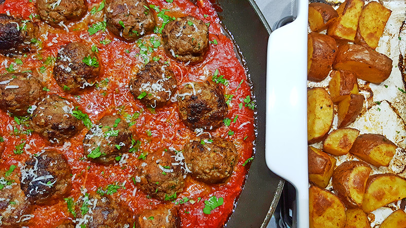 Gehaktballetjes met pittige tomatensaus | Gewoon een foodblog