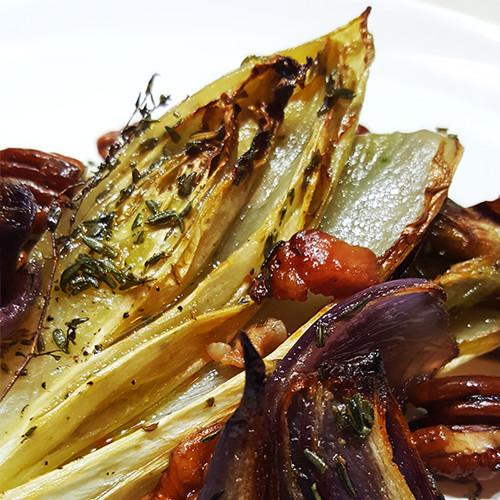 Geroosterde witlof met ui en pecannoten