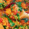 Rode linzen curry met zoete aardappelen en spinazie