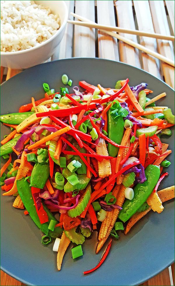 Zomerse groentesalade met rijst | Gewooneenfoodblog.nl