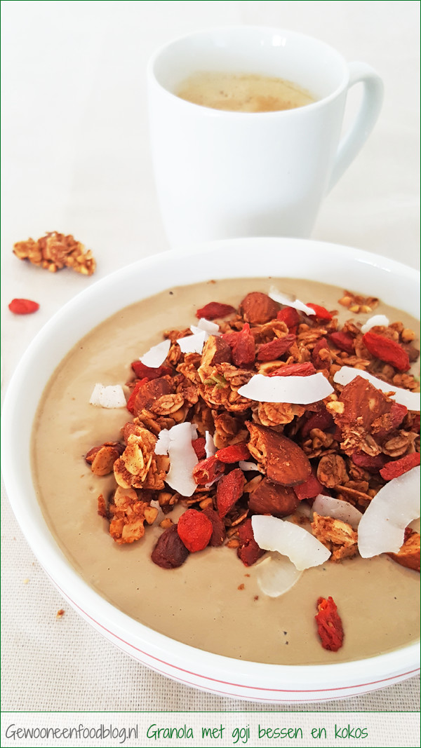 Boekweit granola met goji bessen en kokos   Gewooneenfoodblog.nl