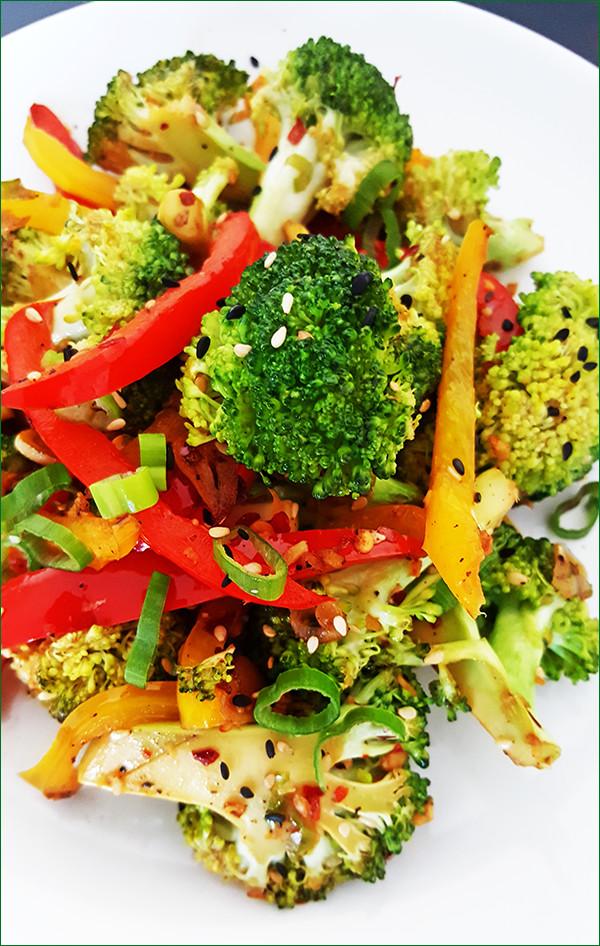 Broccoli uit de wok met gember en sesamzaad | Gewoon een foodblog!