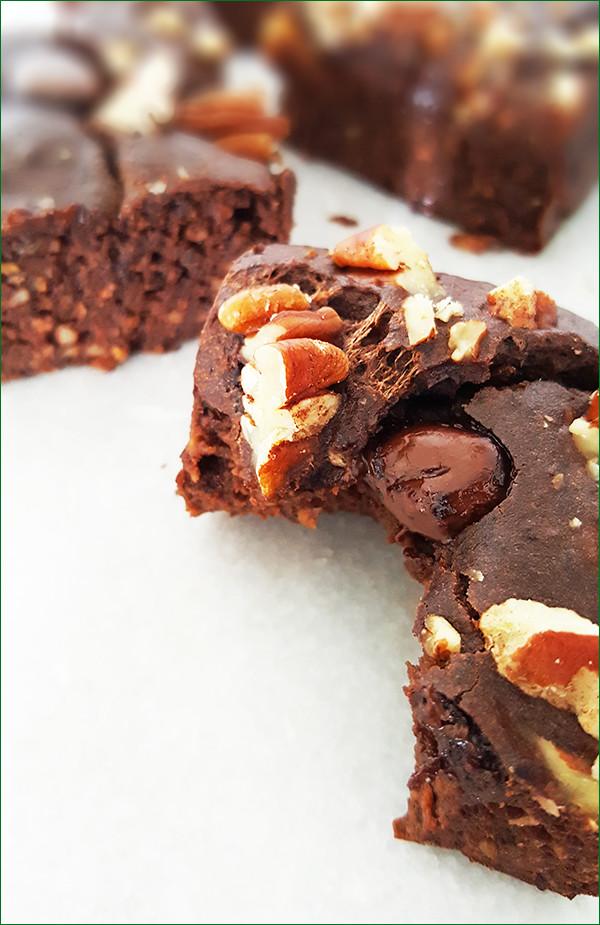 Zwarte bonen mokka brownies | Gewooneenfoodblog.nl