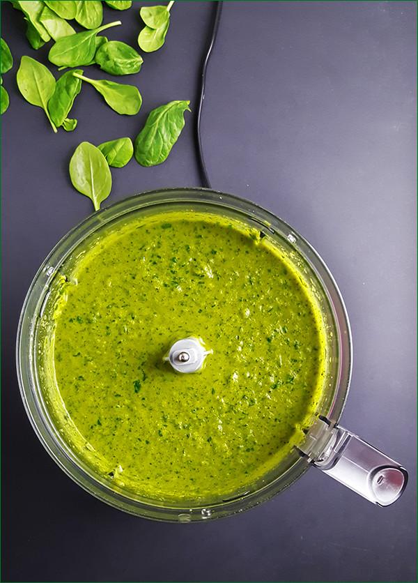 Broccolisoep met kokosmelk en spinazie | Gewooneenfoodblog.nl