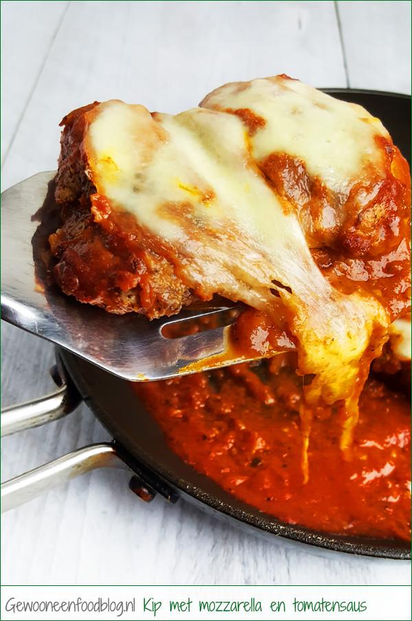 Kipdijfilet met mozzarella en tomatensaus | Gewooneenfoodblog.nl
