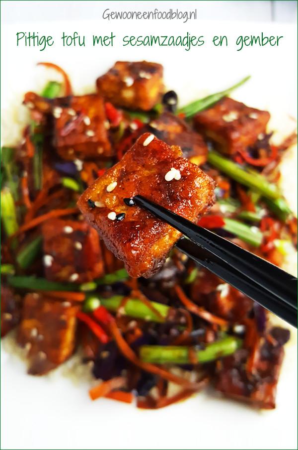 Recept pittige tofu met sesamzaadjes, gember en groenten | Gewooneenfoodblog.nl