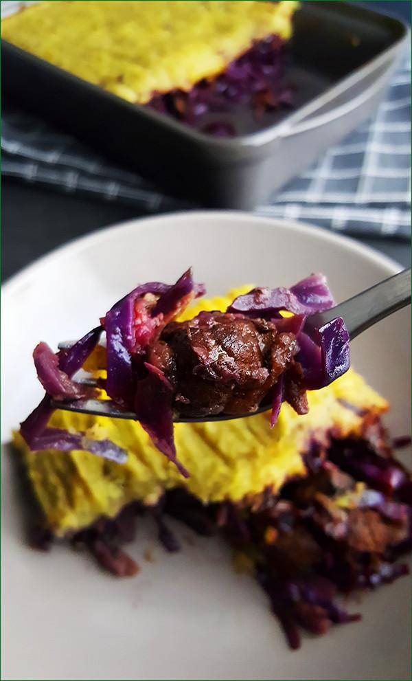 Ovenschotel met rode kool, zoete aardappelen en hamlappen | Gewoon een foodblog!