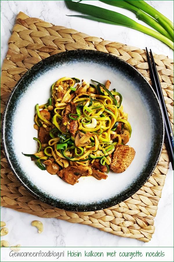 Hoisin kalkoen met courgette noedels en champignons | Gewooneenfoodblog.nl