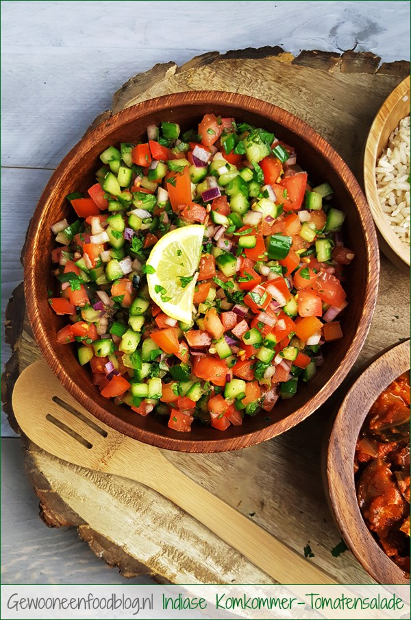Indiase komkommer-tomatensalade (Kachumbar) | Gewooneenfoodblog.nl