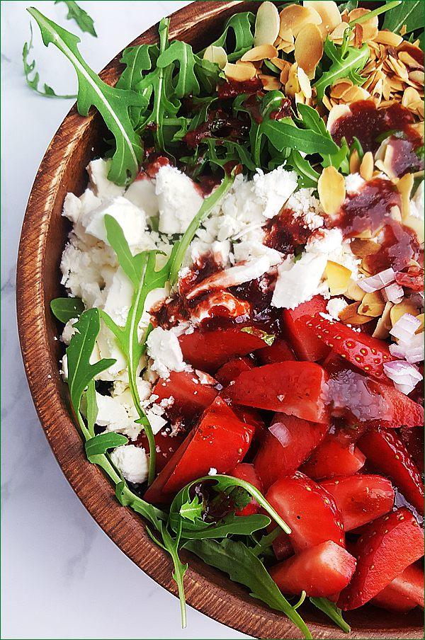 Rucola salade met feta en aardbeiendressing | Gewooneenfoodblog.nl