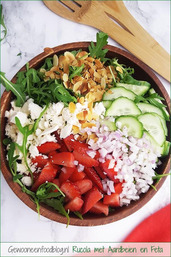 Rucola salade met aardbeien, feta en komkommer | Gewooneenfoodblog.nl