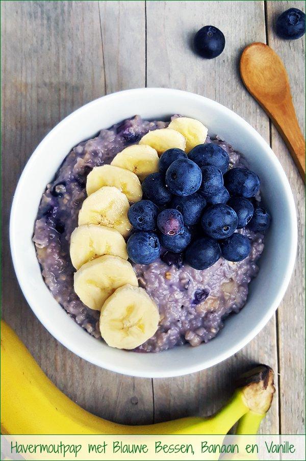 Havermoutpap met blauwe bessen, banaan en vanille | Gewooneenfoodblog.nl