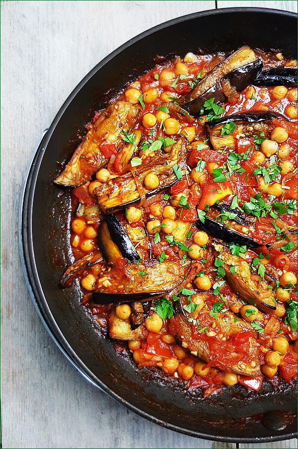Arabische aubergines met tomaten en kikkererwten | Gewooneenfoodblog.nl