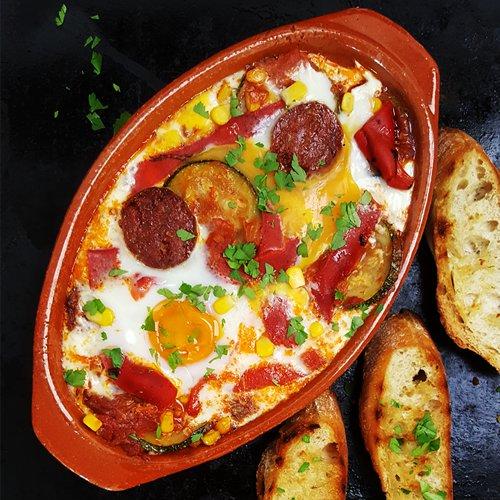 Spaanse flamenco eieren (Huevos a la Flamenca)