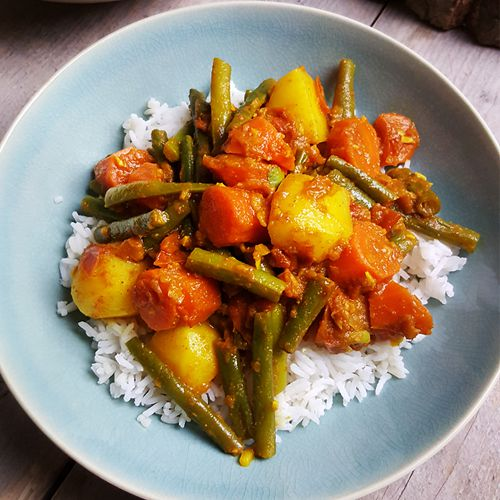 Nepalese Dal Bhat Tarkari (Milde groentecurry met rijst en linzensoep)
