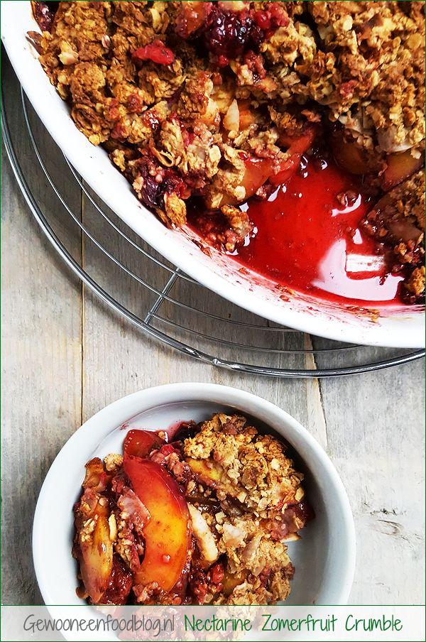 Nectarine zomerfruit crumble met haver en kokos | Gewooneenfoodblog.nl
