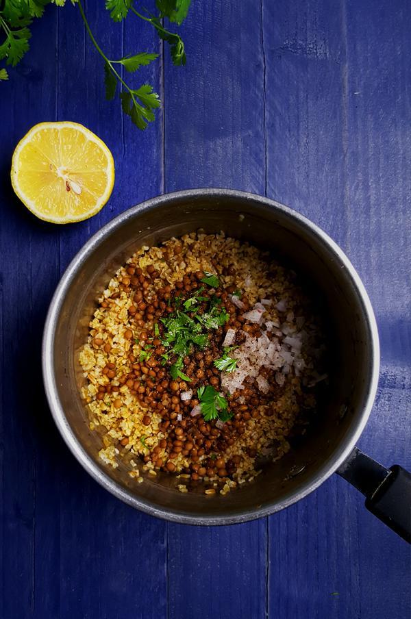 Freekeh salade maken met linzen, wortelen en granaatappelpitjes | Gewooneenfoodblog.nl