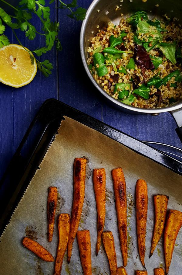 Freekeh salade maken met linzen en geroosterde wortelen | Gewooneenfoodblog.nl