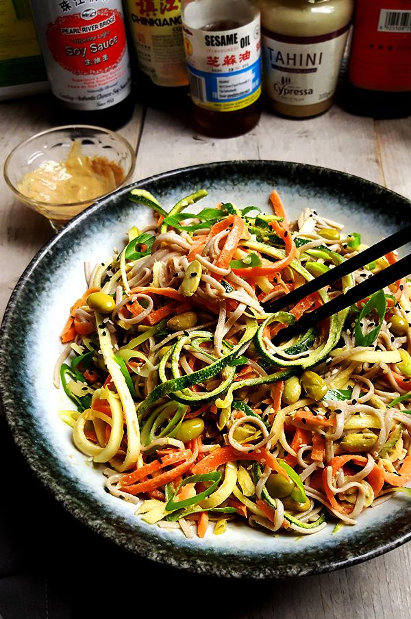 Soba noedelsalade met groenten en edamame | Gewooneenfoodblog.nl