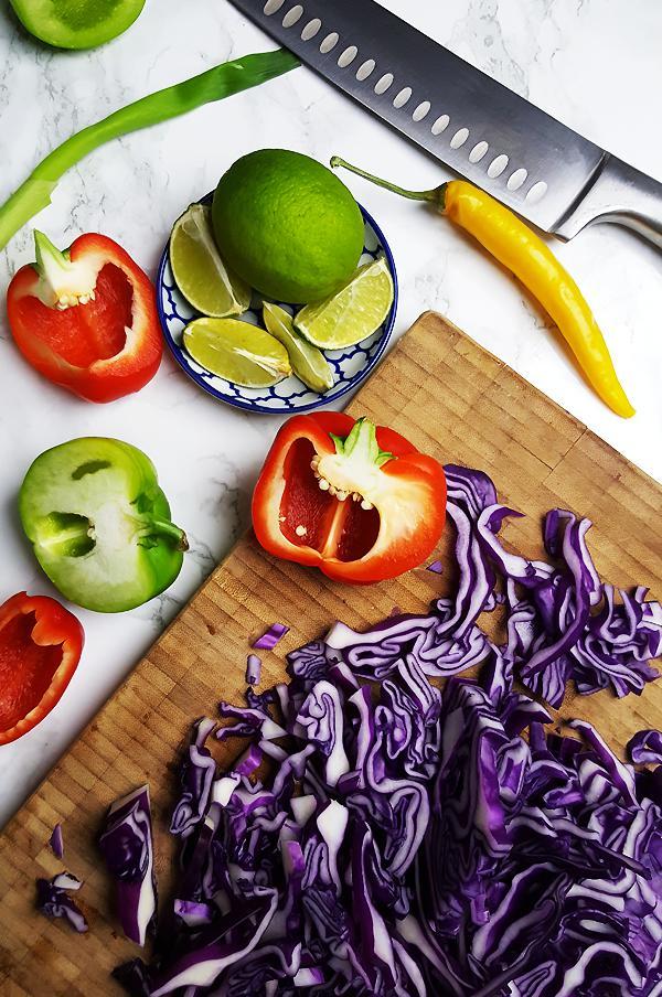 Wraps met vis en kleurrijke koolsla maken | Gewooneenfoodblog.nl