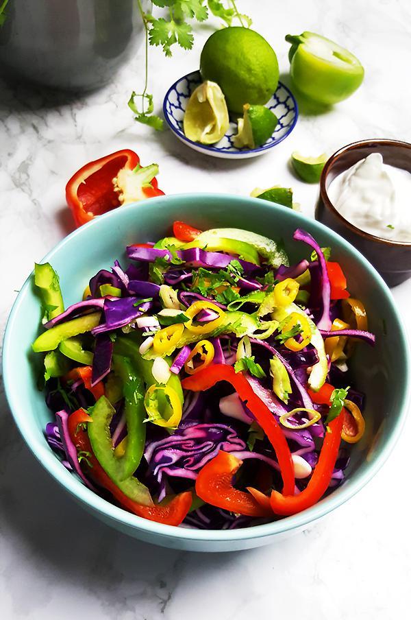 Kleurrijke koolsla voor vis taco's | Gewooneenfoodblog.nl