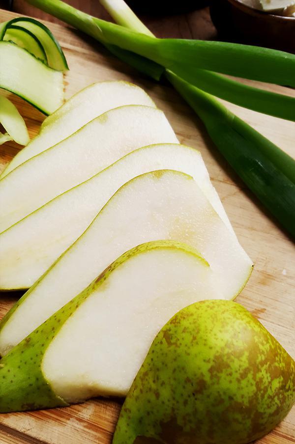 Salade met groene asperges en peer maken | Gewooneenfoodblog.nl