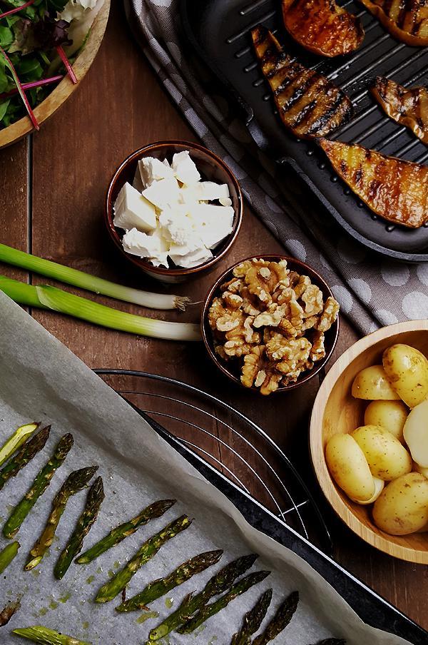 Groene aspergesalade met krieltjes en gegrilde peer | Gewooneenfoodblog.nl