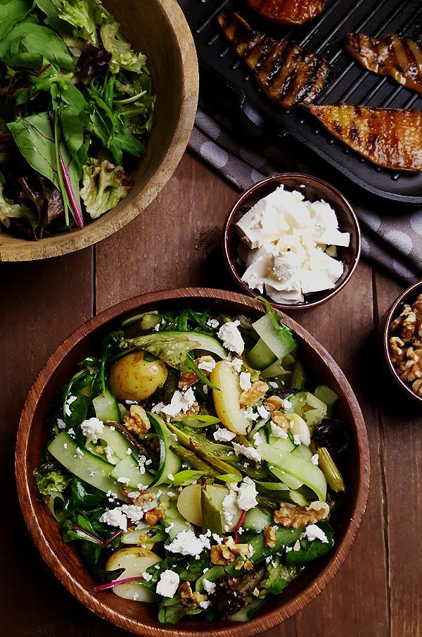 Groene aspergesalade met krieltjes en gegrilde peer maken | Gewooneenfoodblog.nl