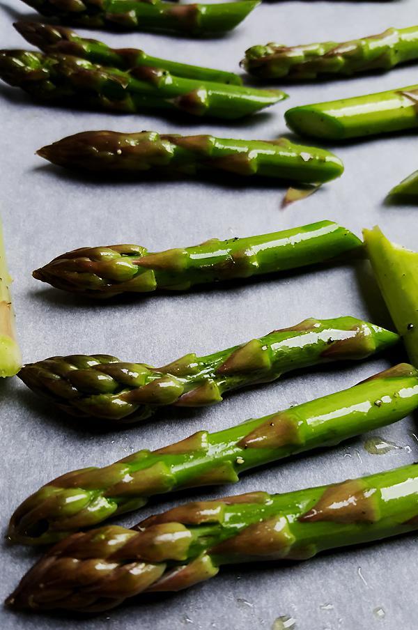 Salade met geroosterde groene asperges | Gewooneenfoodblog.nl