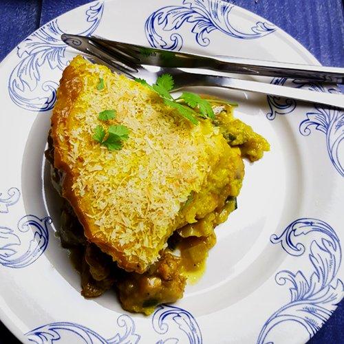 Kip-kerrie ovenschotel met bloemkool, prei en champignons
