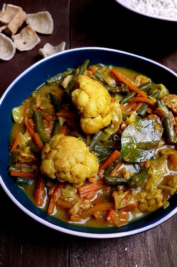 Indonesische curry met groenten en kokosmelk | Gewooneenfoodblog.nl