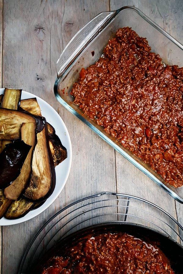 Gehakt-tomatensaus voor moussaka | Gewooneenfoodblog.nl