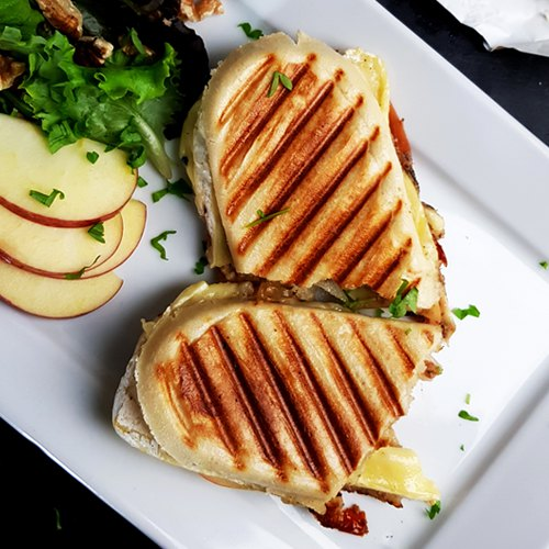 Panini met brie, serranoham en appel | Gewooneenfoodblog!