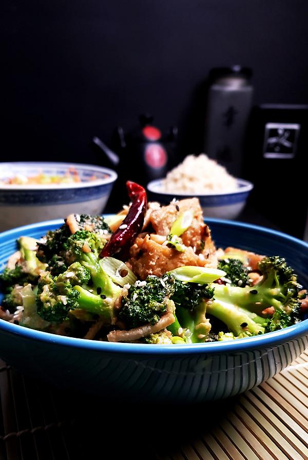 Tofu met broccoli, bamboescheuten en sesam-misosaus | Gewoon een foodblog!
