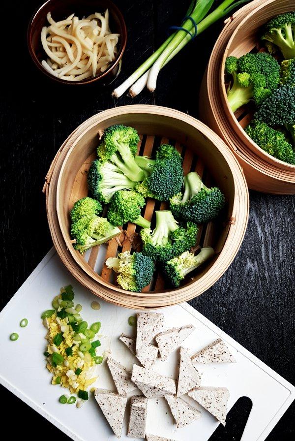 Tofu met broccoli, bamboescheuten en miso | Gewooneenfoodblog.nl