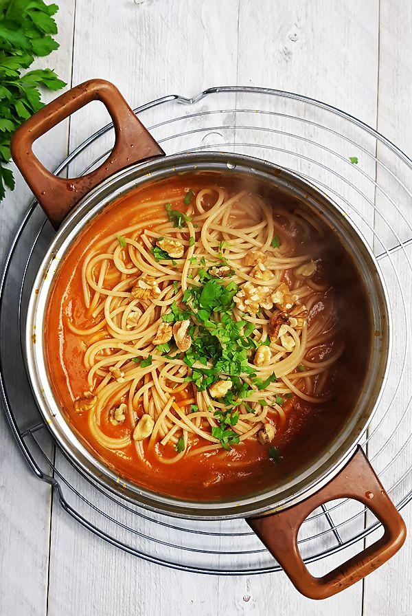Spaghetti met saus van geroosterde paprika's | Gewooneenfoodblog.nl